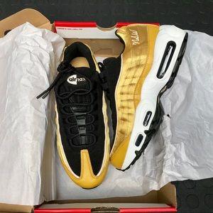 *New* Nike Air Max 95 LX Women's Size 8 Gold/Black